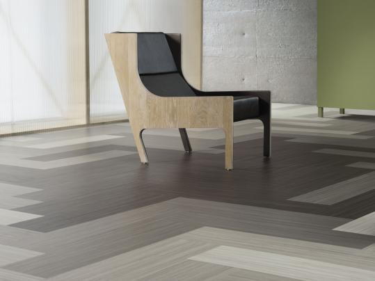 Linoleum wird aus nachwachsenden Rohstoffen hergestellt und zählt zu den umweltfreundlichsten, elastischen Bodenbelägen.