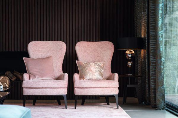 Ohrensessel neu aufgepolstert und neu bezogen mit rosa Polsterstoff von Polsterwerkstatt Trebes Kulmbach Kronach Lichtenfels