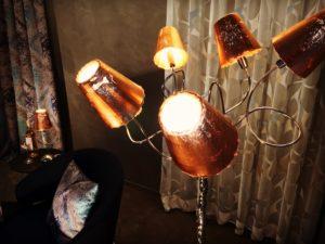 Stehleuchte mit Glasschirmen in Kupferoptik italienisches Design