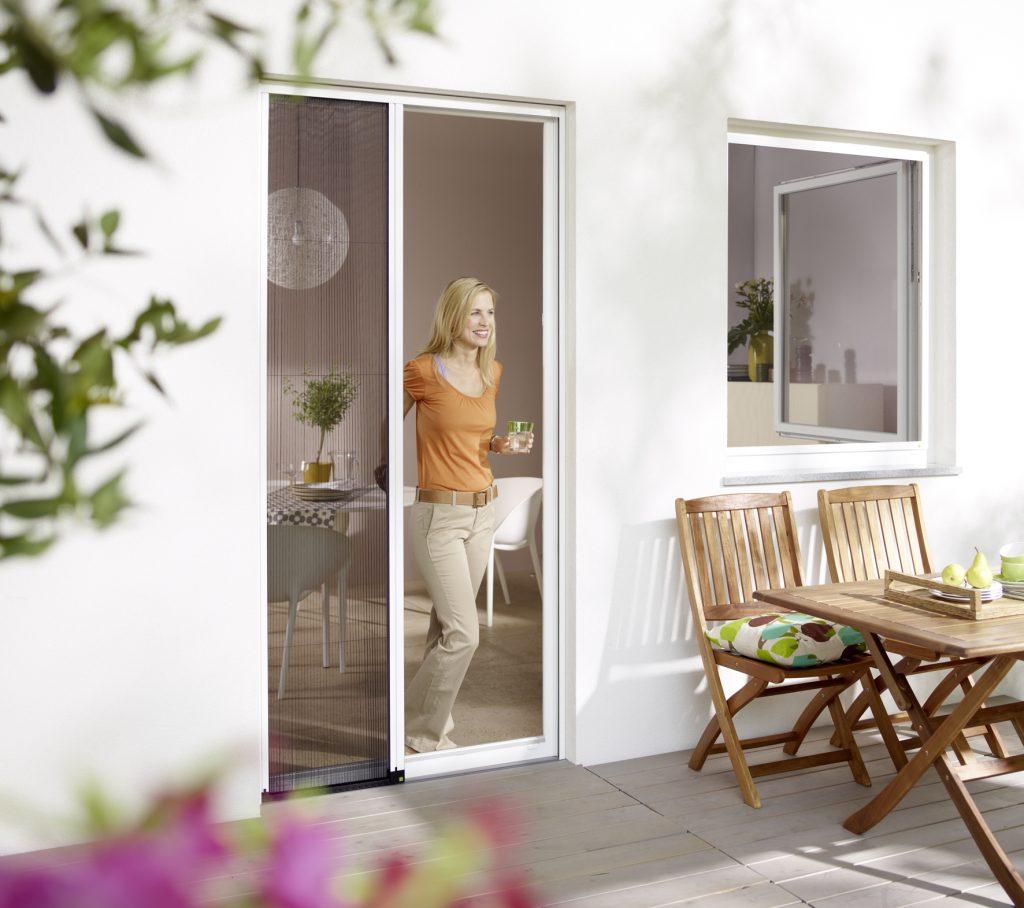 Frische Luft statt Ungeziefer: Balkontüre und Fenster lassen keine ungebetenen Gäste in Ihre Wohnung.