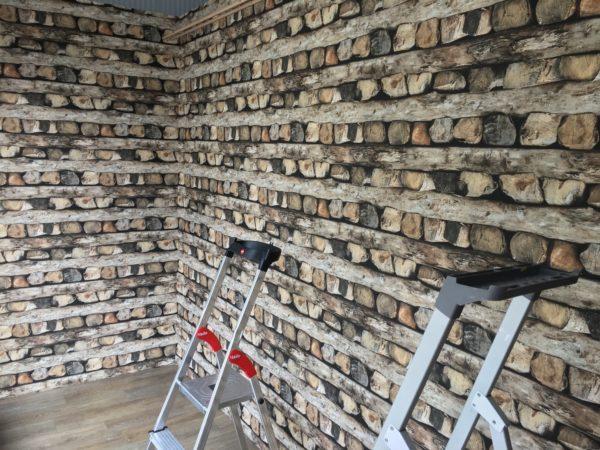 Mustertapete mit Holz Scheiten gestapelt von Trebes Raumausstattung