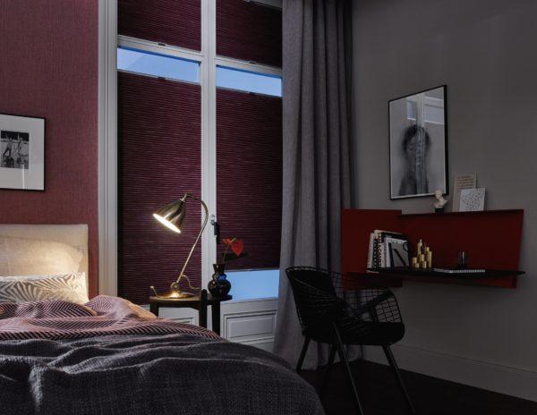 Dezenter Sichtschutz und perfekt um das Schlafzimmer abzudunkeln. Dabei sind die Plissees noch praktisch in der Bedienung und regulieren das einfallende Licht perfekt.