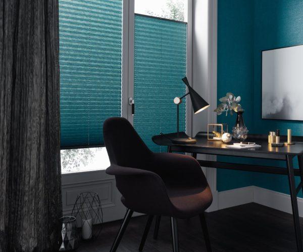 In modernen Trendfarben werden Faltstores zur belebenden Ergänzung zu aktuellen Wandfarben.