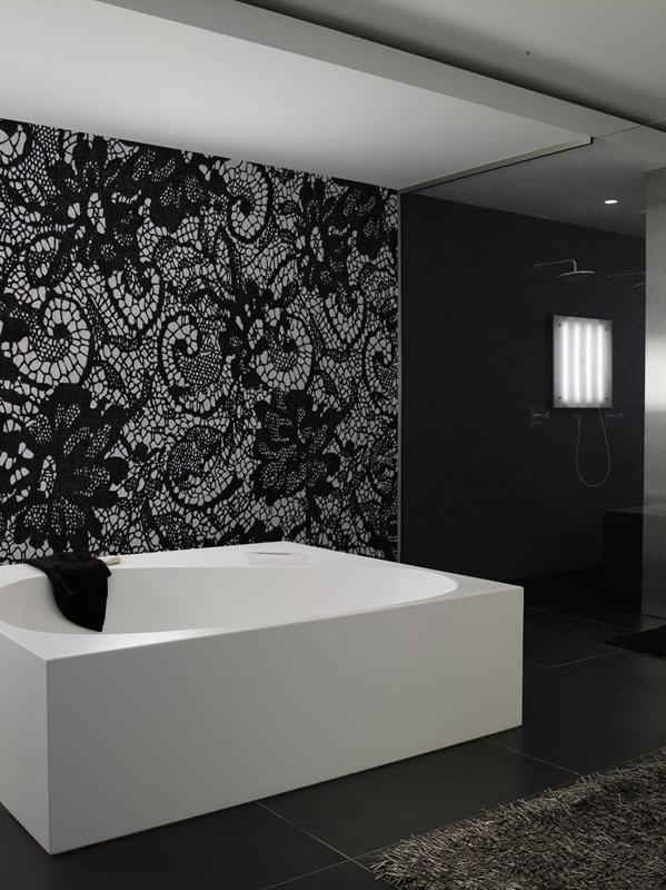 Schwarz und Weiß Look für moderne Badezimmer. Die Farbkombination kommt nie aus der Mode.
