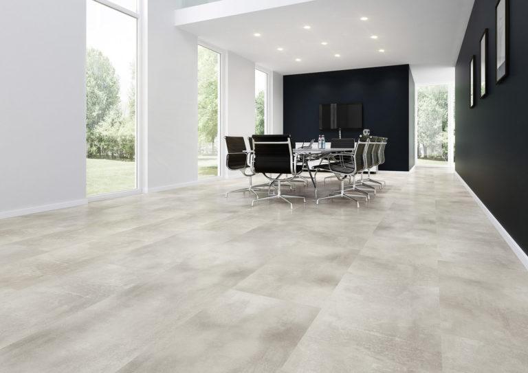 Robust genug für Besprechungsräume. Der Naturdesignboden ist die perfekte Ergänzung für jede moderne Einrichtung.