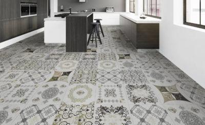 Robuster und umweltfreundlicher Naturdesignboden mit großen Ornament Muster in einer Küche