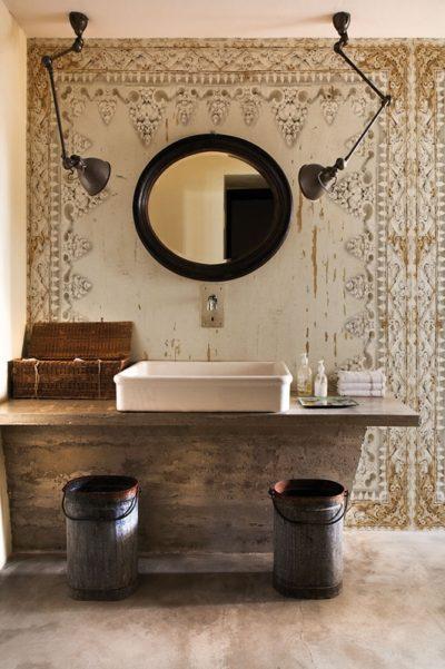 Warme Töne und Vintage-Look: so eine Badgestaltung ist zeitlos und hat eine erdende Wirkung