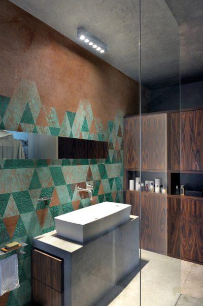 Rostige, patiniertet Optiken sind auch im modernen Bad gern gesehen. Die Warmen Töne schaffen Wohlbehagen.