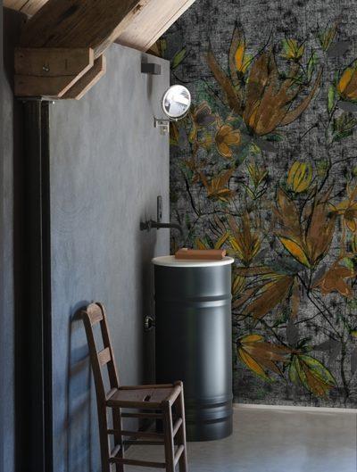 Natürliche Materialien im Bad kombiniert mit einem natürlichen Motiv der Tapete.