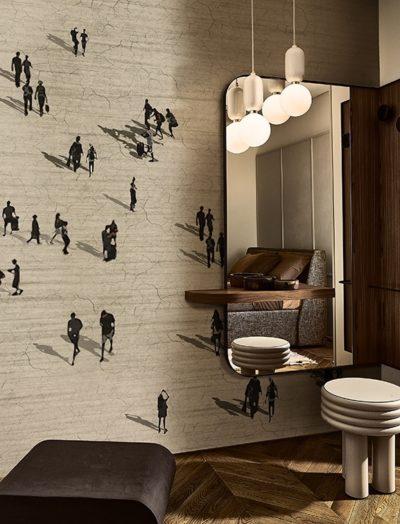 """Der Pulsschlag einer belebten Stadt kommt mit dem Motiv """"La City Fluida"""" auf. Dazu wirkt die Wand sehr plastisch und spannend."""