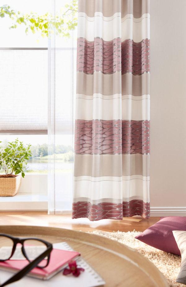 Wenn die Sonne durch den halbtransparenten Stoff scheint wird der ganze Raum in ein weiches, warmes Licht getaucht. So schaffen Vorhänge eine wohnliche Atmosphäre zuhause.